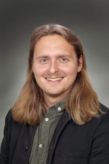 Porträttfoto av Adam Eriksson