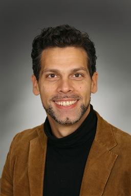 Porträttfoto av Dario Tota