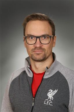 Porträttfoto av Patrik Häll Larsson